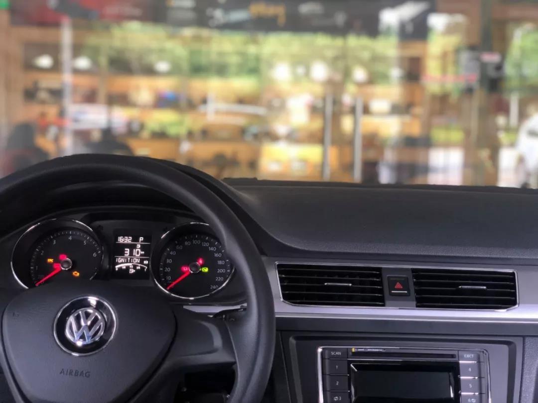 美女也玩改装?大众宝来汽车音响升级德国ETON、美国